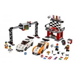 LEGO 75912 Porsche 911 GT v cílové rovince